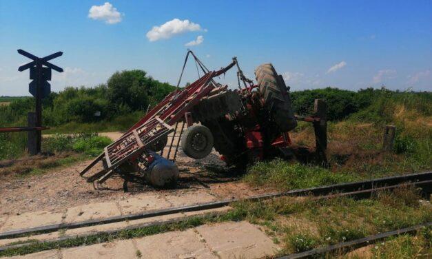 A mozdony is totálkárosra törhet az átjáróban