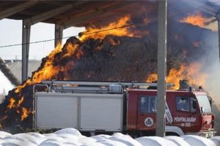 Brutális tűz volt Tázláron, két városból érkeztek a tűzoltók