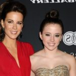 Megáll az ész! Kate Beckinsale 22 éves lánya kész nő, és gyönyörű, akár az édesanyja