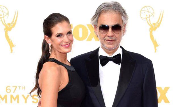 Andrea Bocelli felesége dögös estélyibe bújt: a 37 éves Veronica az énekes szép menedzsere