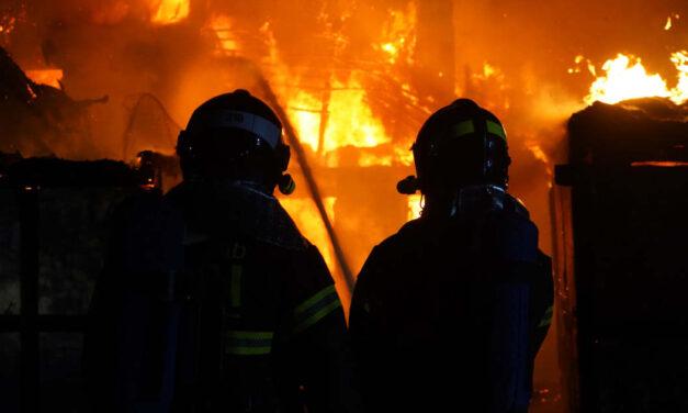 Tűz ütött ki egy újpesti irodaház pincéjében