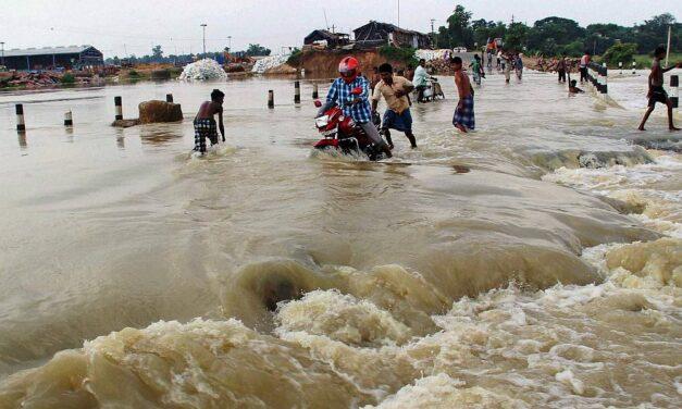 Földcsuszamlás és áradások pusztítanak Indiában, legalább huszonöten meghaltak