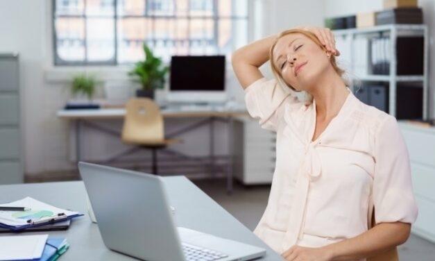 Így előzhetjük meg az ülőmunka káros hjatásait- pár perc alatt elvégezhető egyszerű gyakorlatok